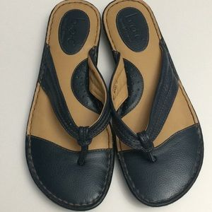 Born Leather Flip Flop Sandals.